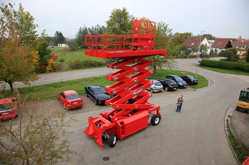 23m bis 24.9m Scherenarbeitsbühnen Diesel mieten in Halle